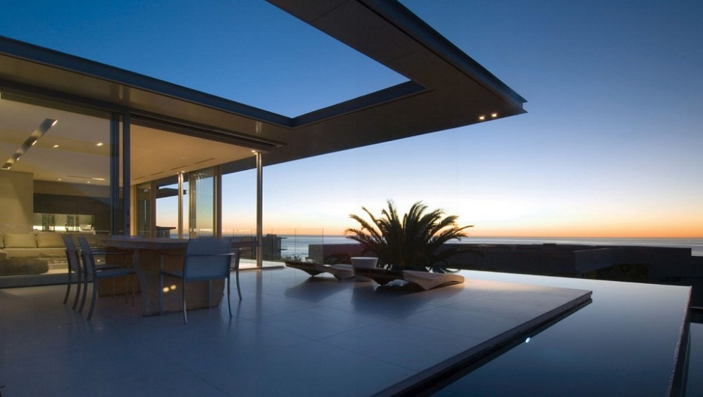 Minimalist-Roof-Terrace-with-Beautiful-View